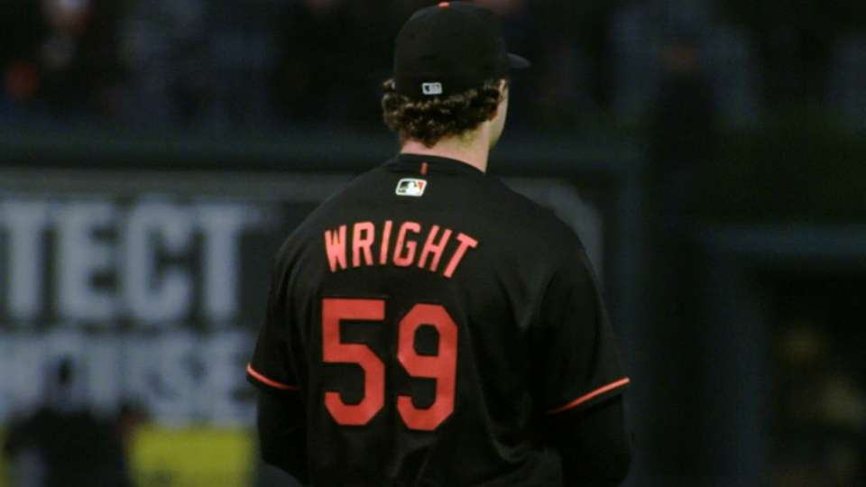 Wright tosses six solid frames