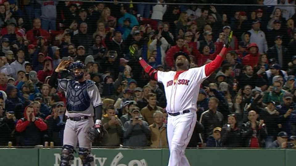 Ortiz pega JR en Fenway Park