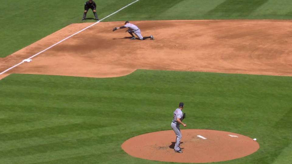 Castellanos makes great catch