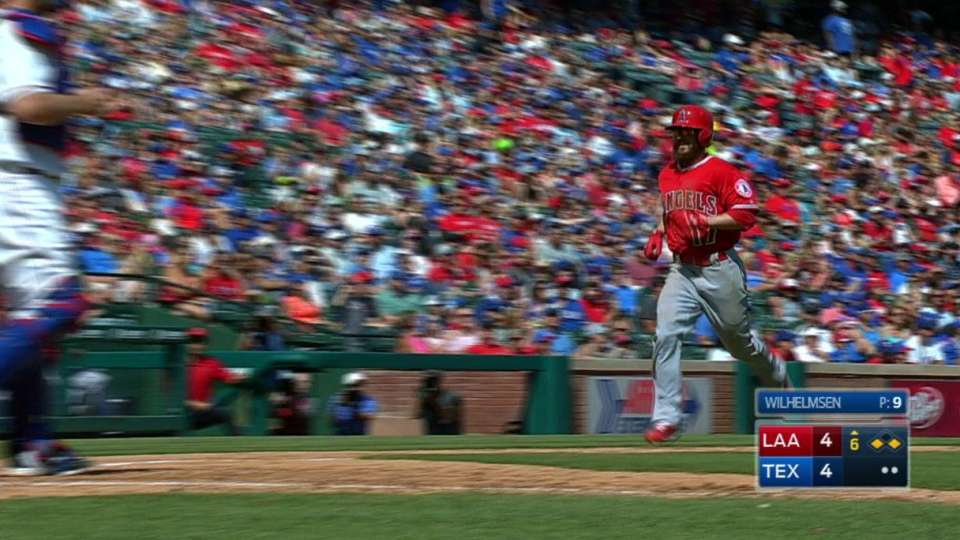 Escobar's sac fly to take lead