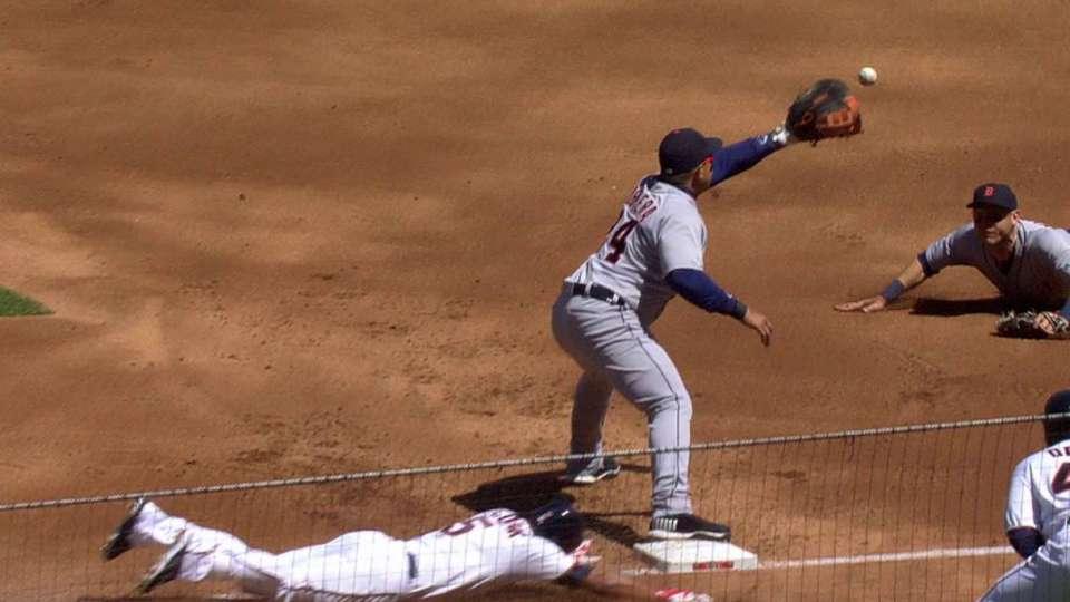 Kinsler makes inning-ending grab
