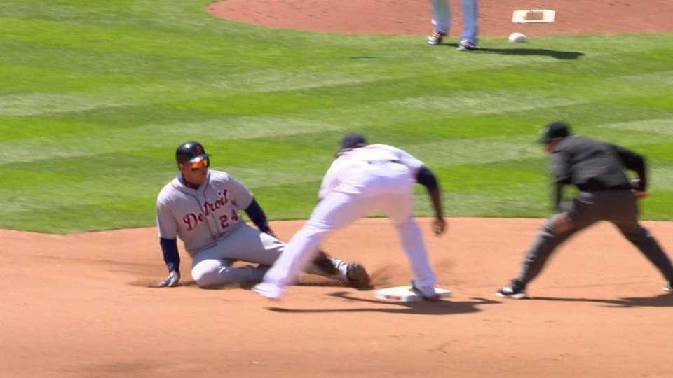 Dozier throws out Cabrera