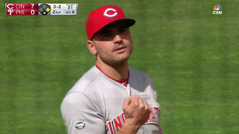 Votto fakes out fan on foul ball