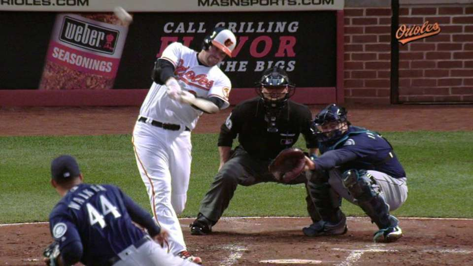 Wieters' back-to-back homer