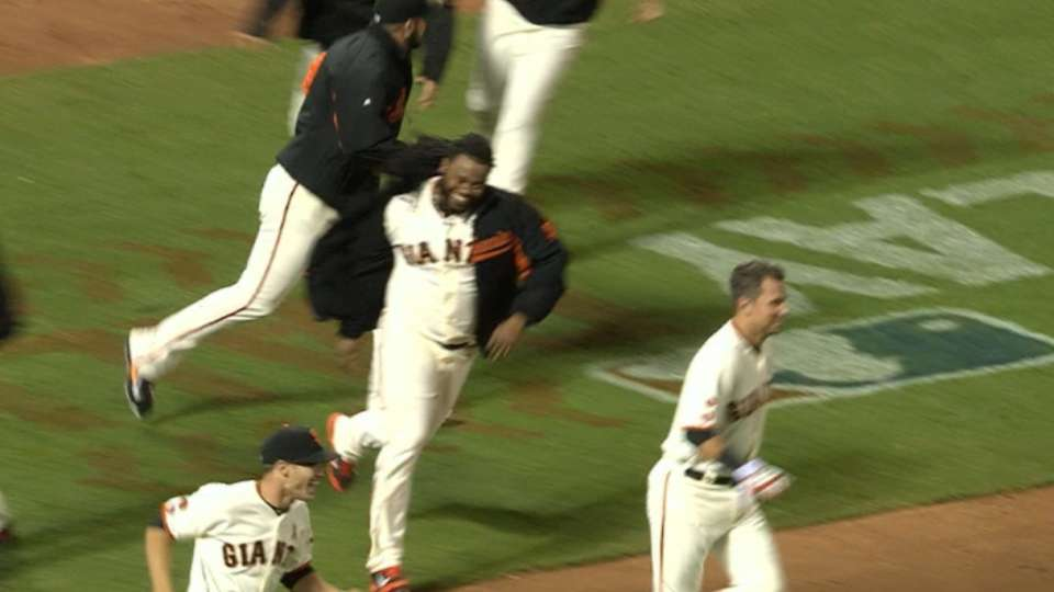 Giants rally for walk-off win