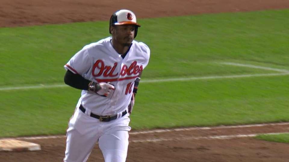 Jones hits 2nd home run of game