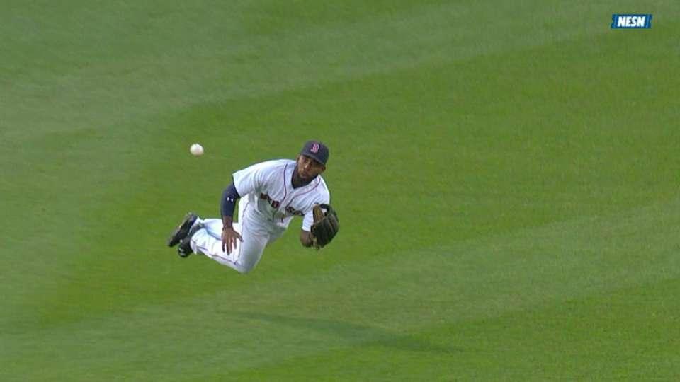 Bradley Jr.'s diving catch