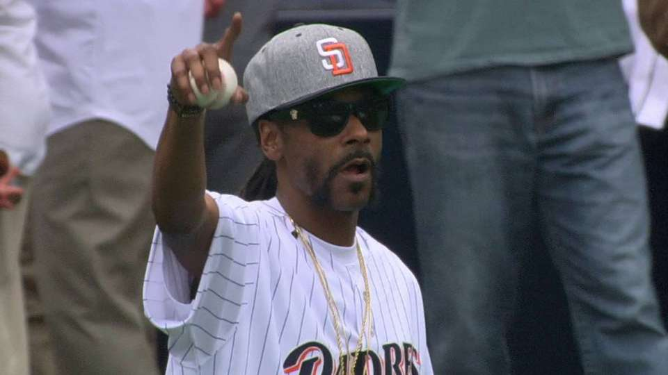 Snoop Dogg's wild first pitch