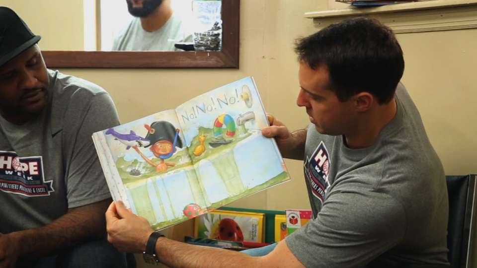 Hope Week: Yankees read to kids