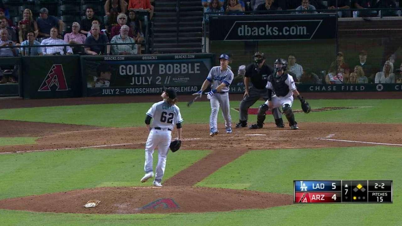 Con 4 jonrones Dodgers emparejan serie en Arizona; Maeda lesionado