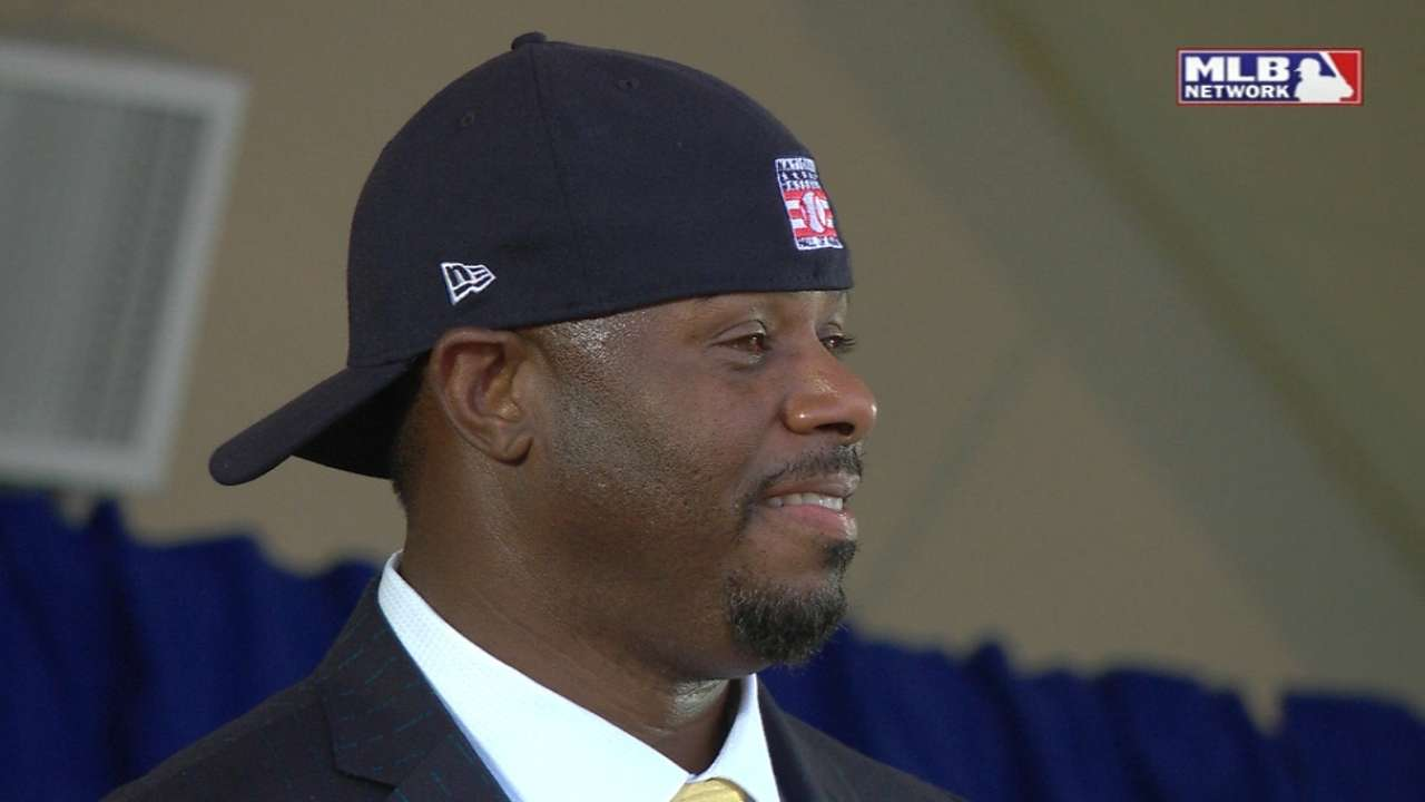 4b94c55919 Ken Griffey Jr. flipped cap at Hall of Fame speech | MLB.com