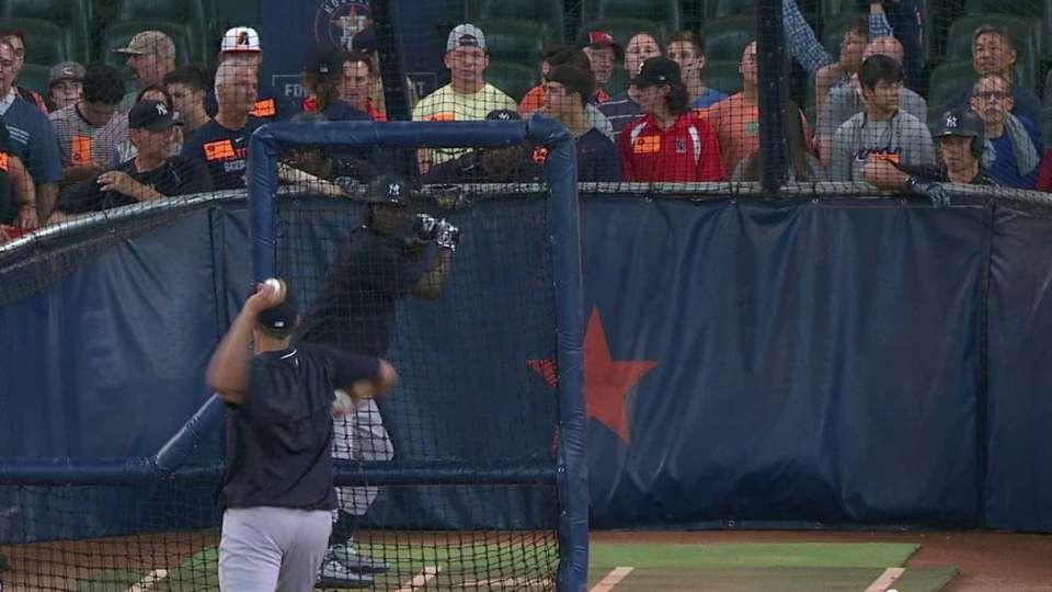 Pettitte throws batting practice