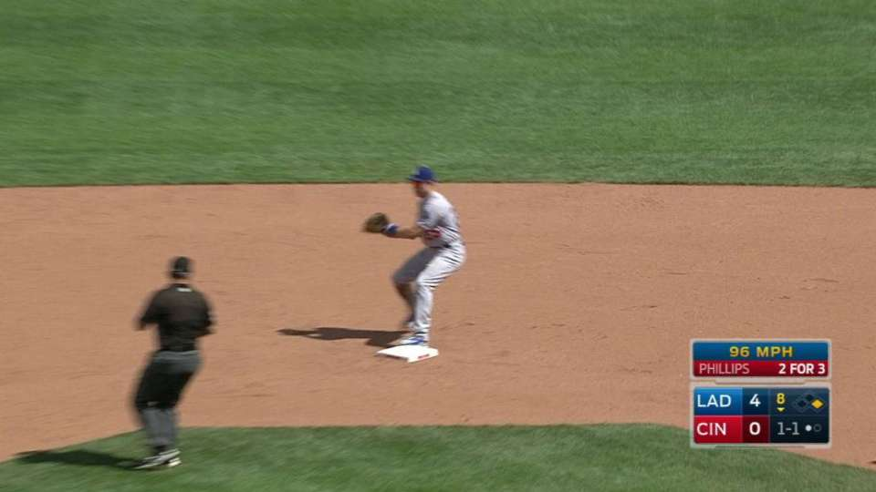 Baez gets a double play in 8th
