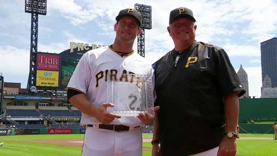 Freese honored before the game