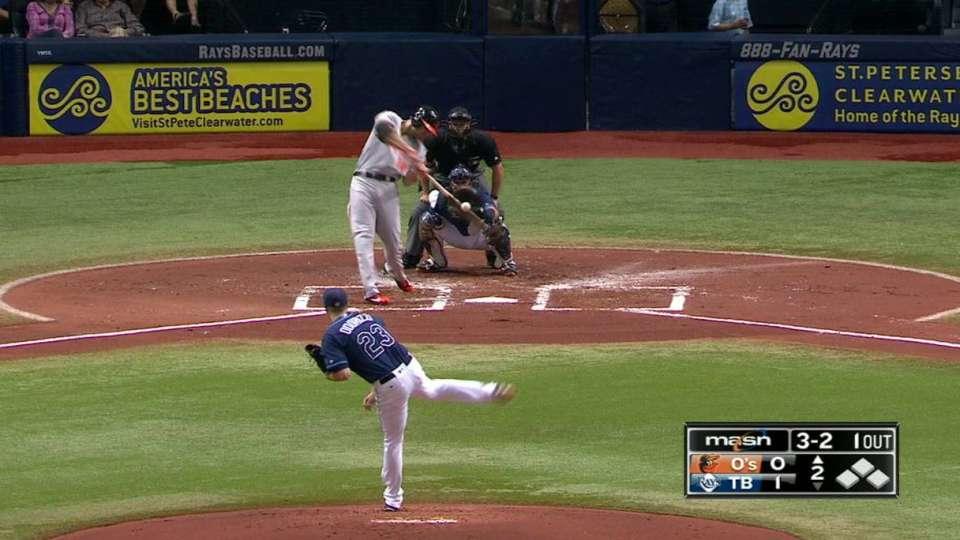 Davis' opposite-field homer