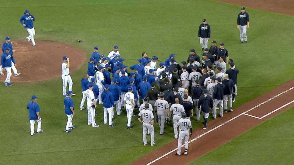 Benches clear, Girardi tossed