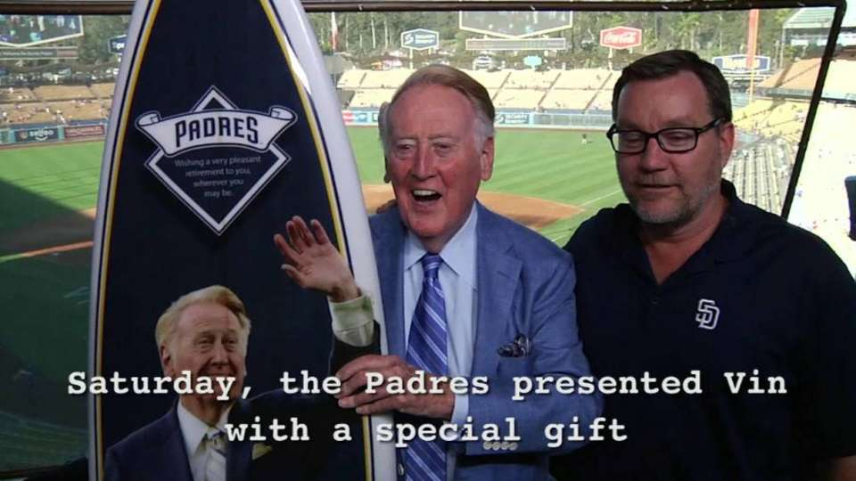 Padres honor Vin Scully