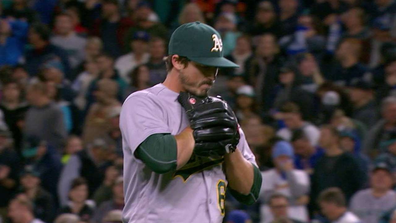 Athletics reliever Ryan Dull dazzles as rookie  b6aa20de8786