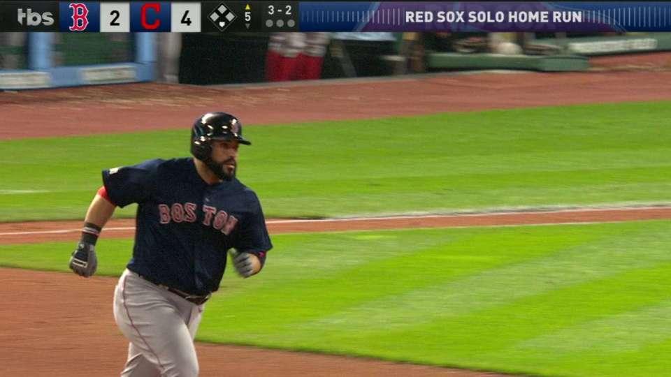 Leon's solo homer cuts deficit