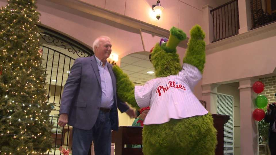Manuel, Phanatic greet seniors