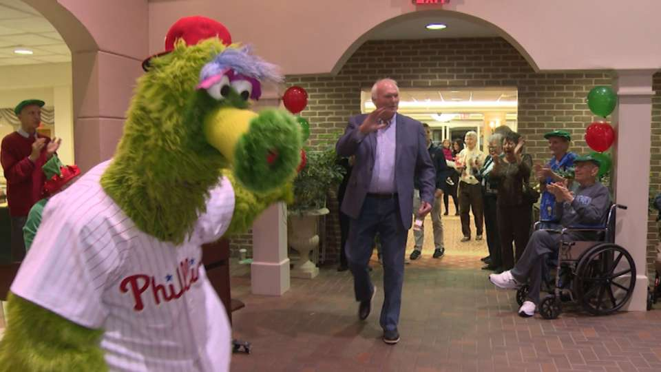 Phillies deliver Holiday spirit