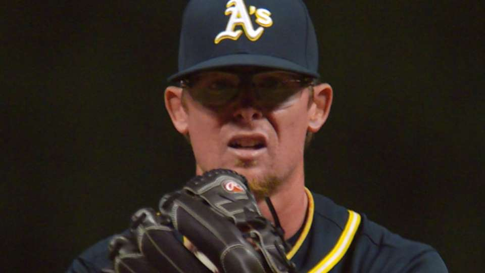 Mets acquire Clippard from A's