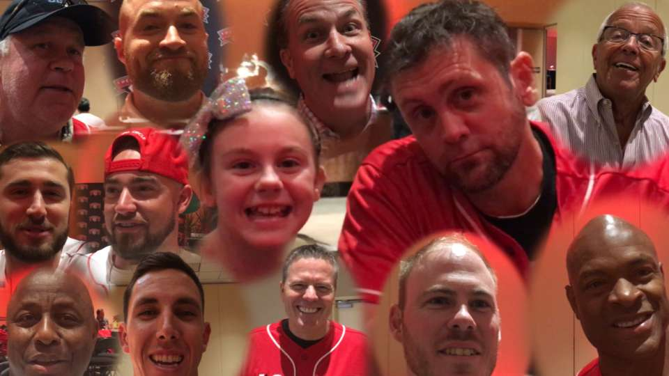 Reds sing 12 Days of Christmas