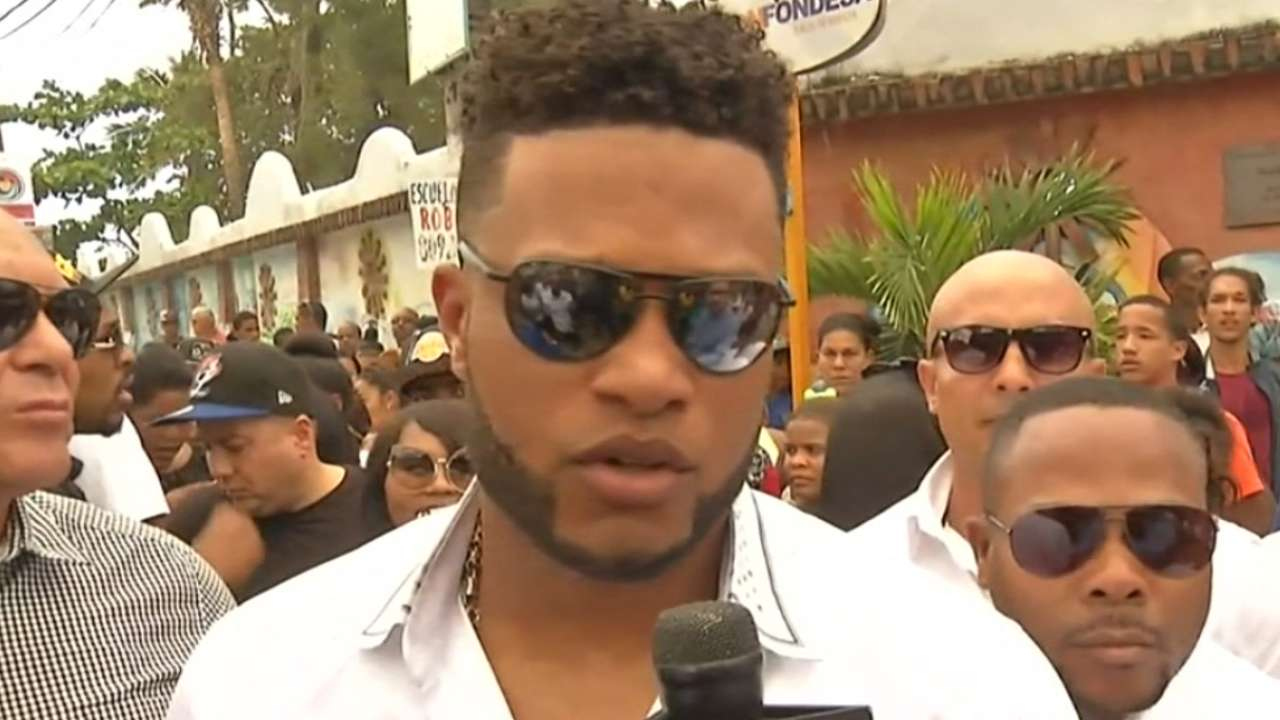 Mourners pay respects to Yordano Ventura | MLB.com