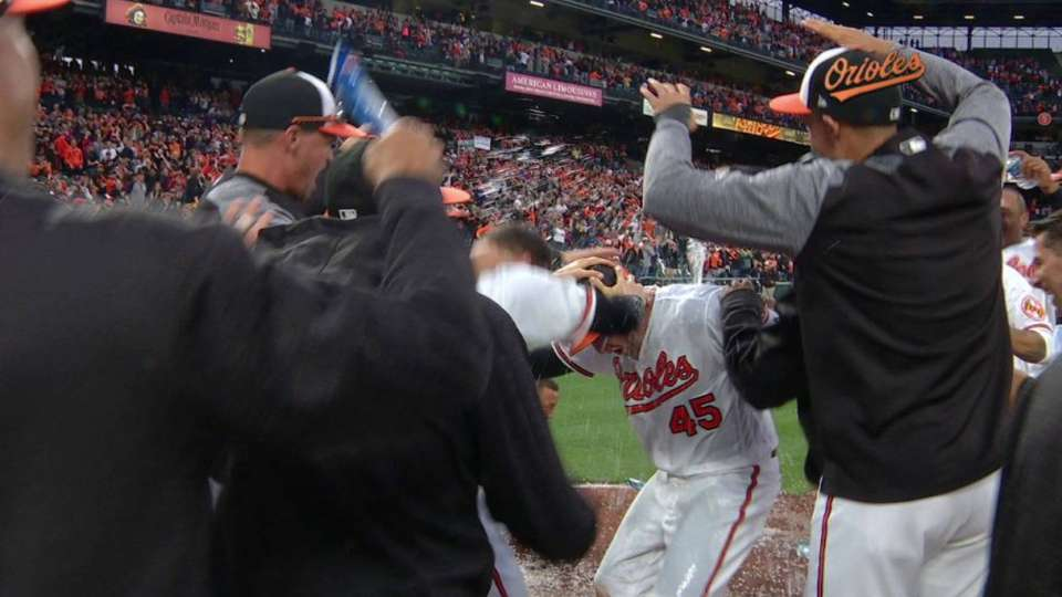 Trumbo's walk-off home run