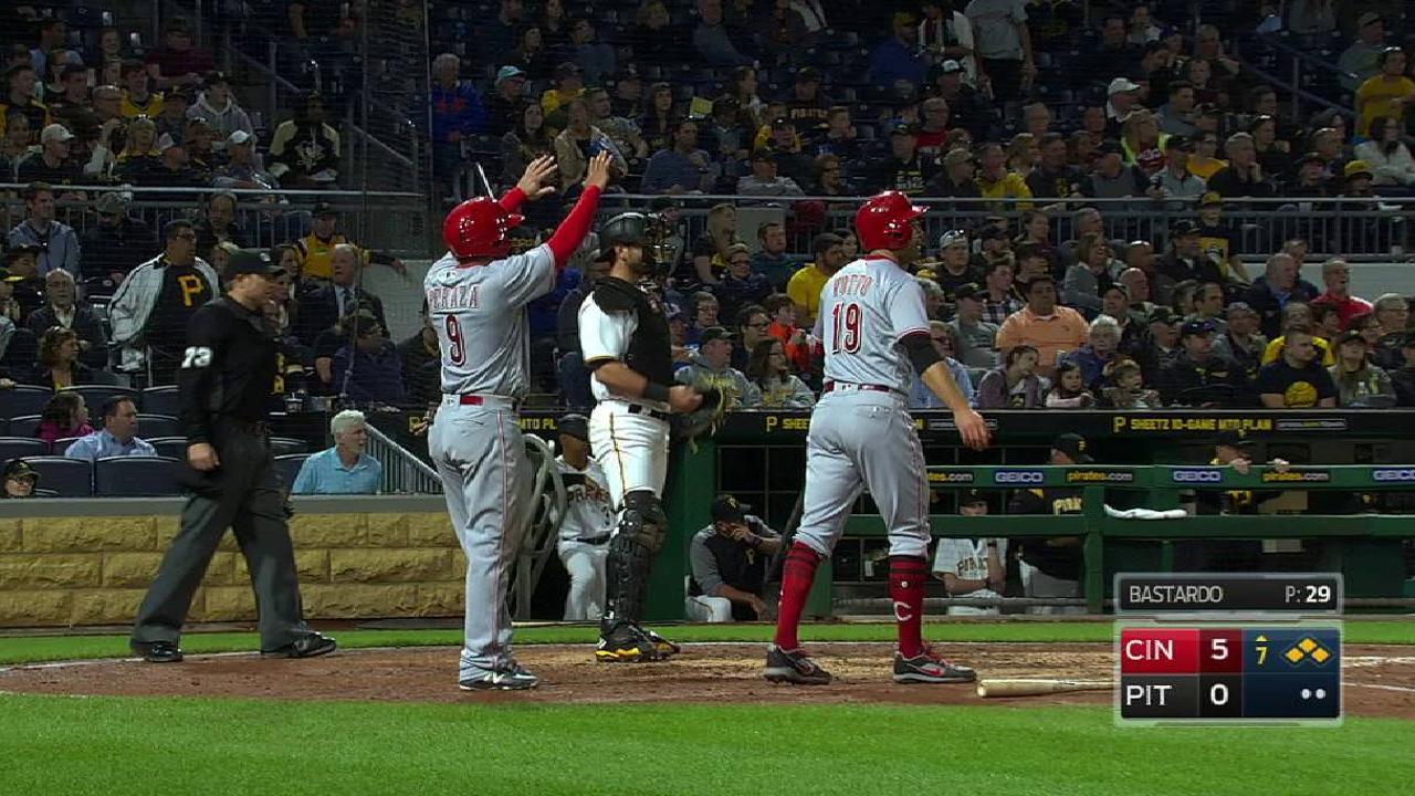 Pitcheo, bates de Rojos dominan para barrer a Piratas