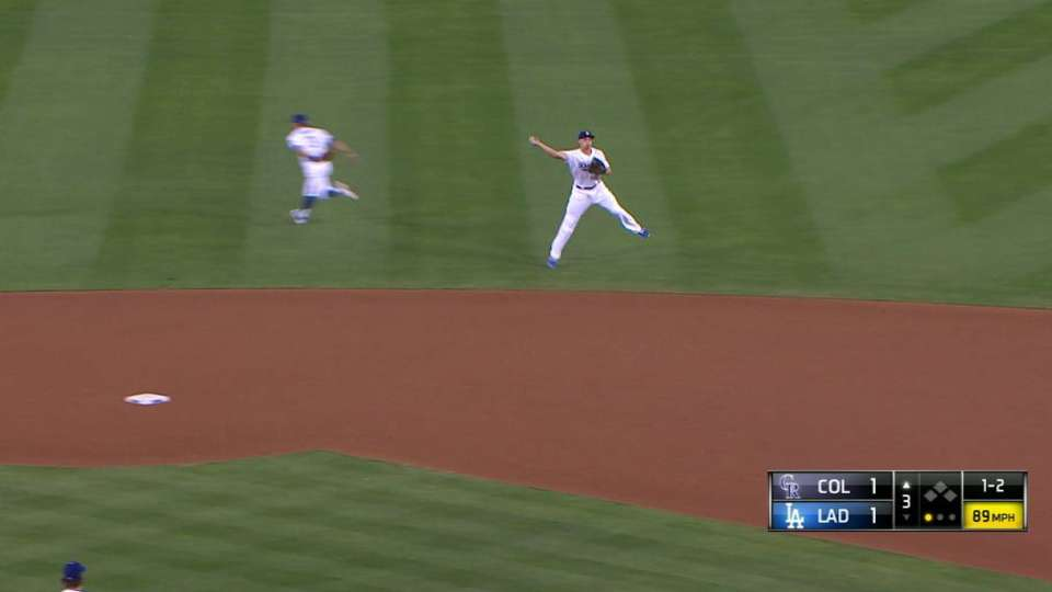 Seager's smooth play at short