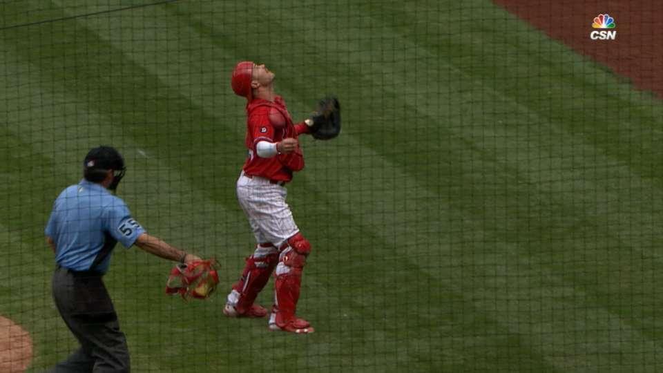 Umpire catches Knapp's mask