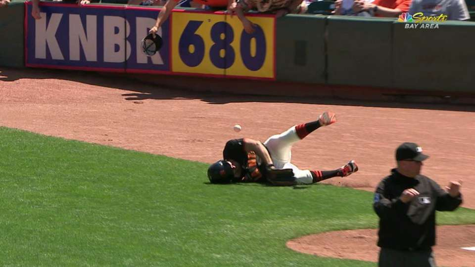 Giants balldude lays out