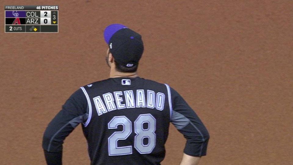 Arenado's barehanded effort