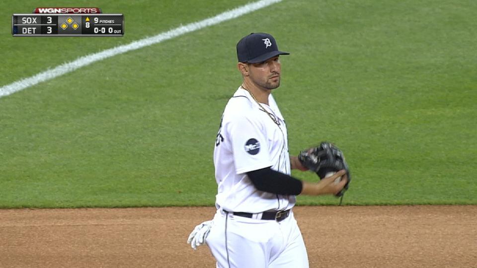 White Sox capitalize on errors
