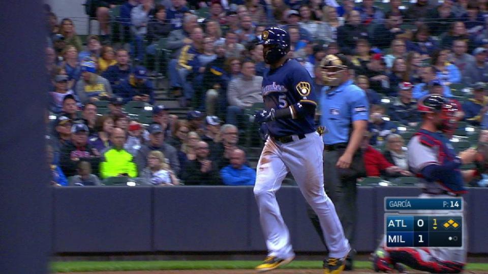 Santana's RBI bases-loaded walk