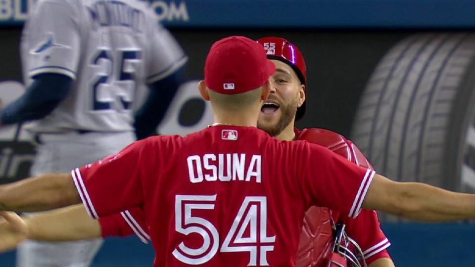 Osuna shuts the door