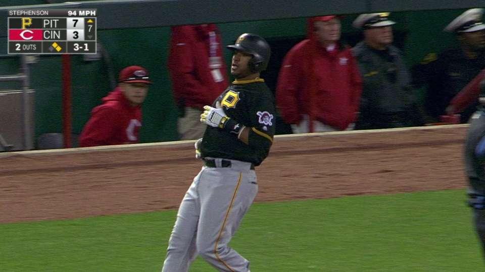 Diaz's first big league hit