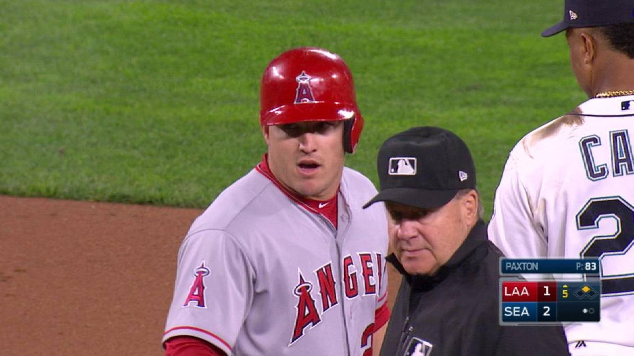 Trout extends hit streak to 15