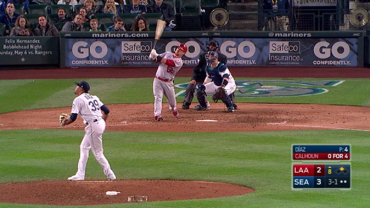 Calhoun's go-ahead two-run homer