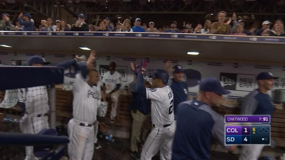Padres' five-run 6th