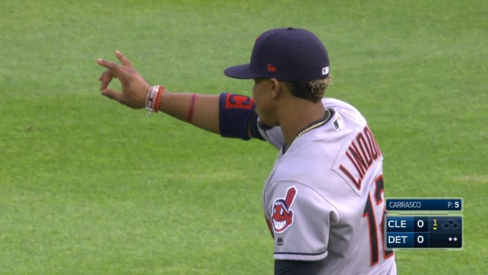 Lindor's leaping grab