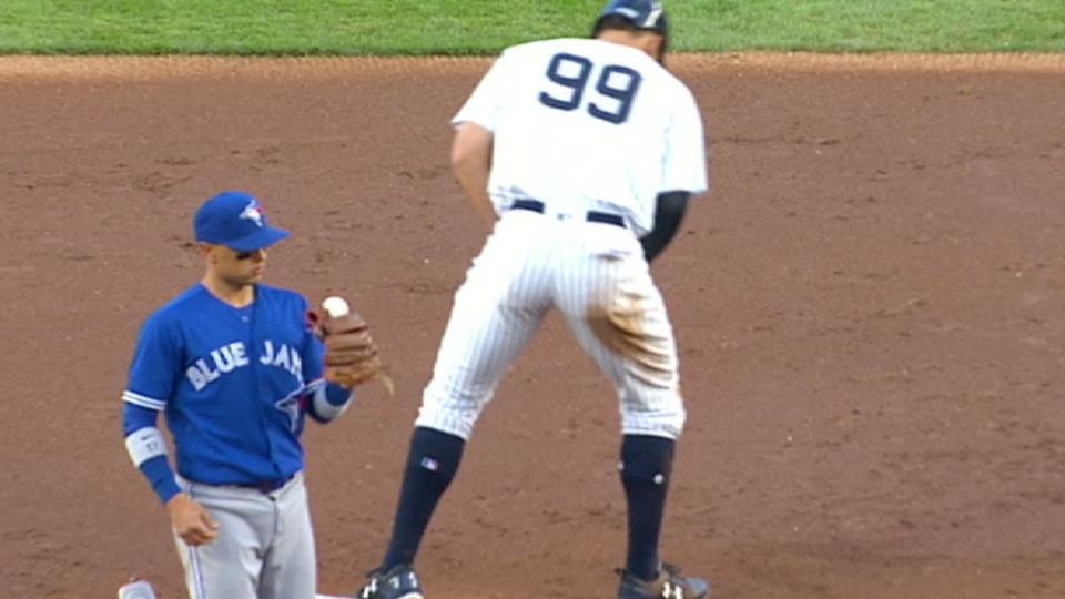 Ball gets stuck in Goins' glove