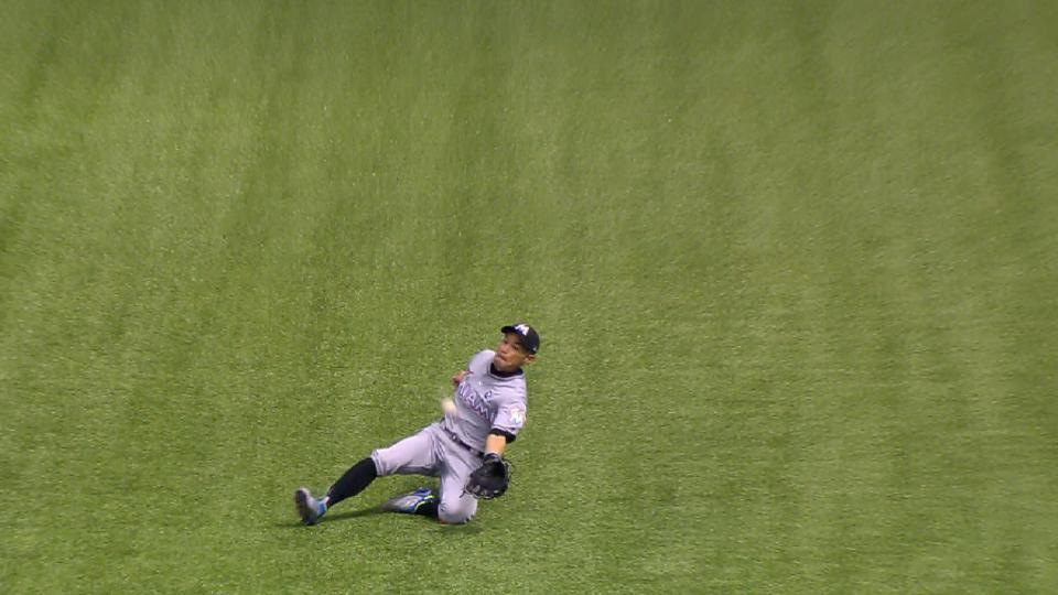 Espectacular atrapada de Ichiro