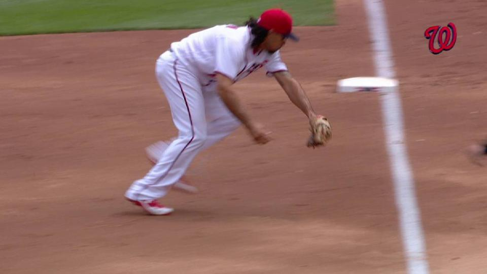 Rendon's nifty stop at third