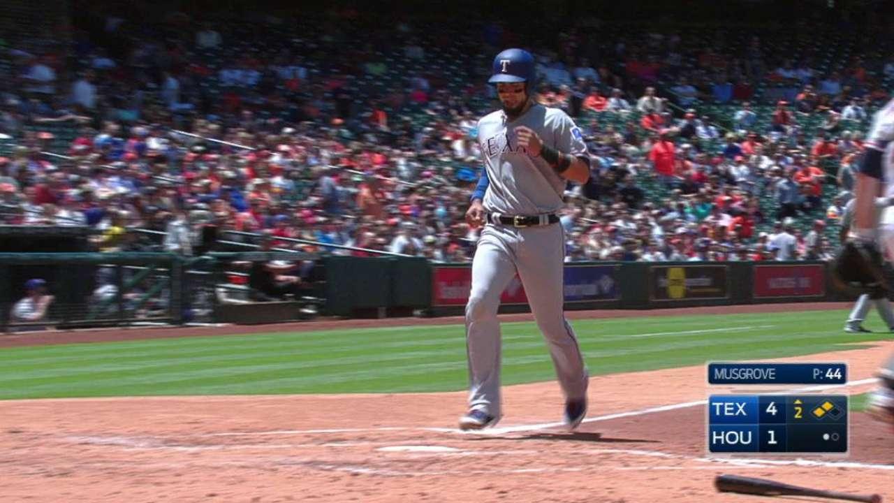 Rangers: Nomar Mazara debe mejorar ante lanzadores zurdos