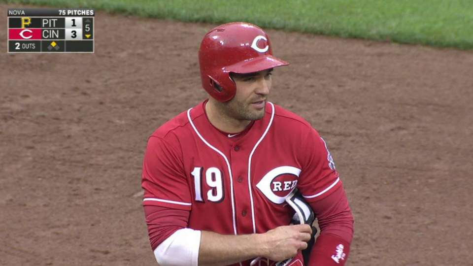Votto extends lead in the 5th