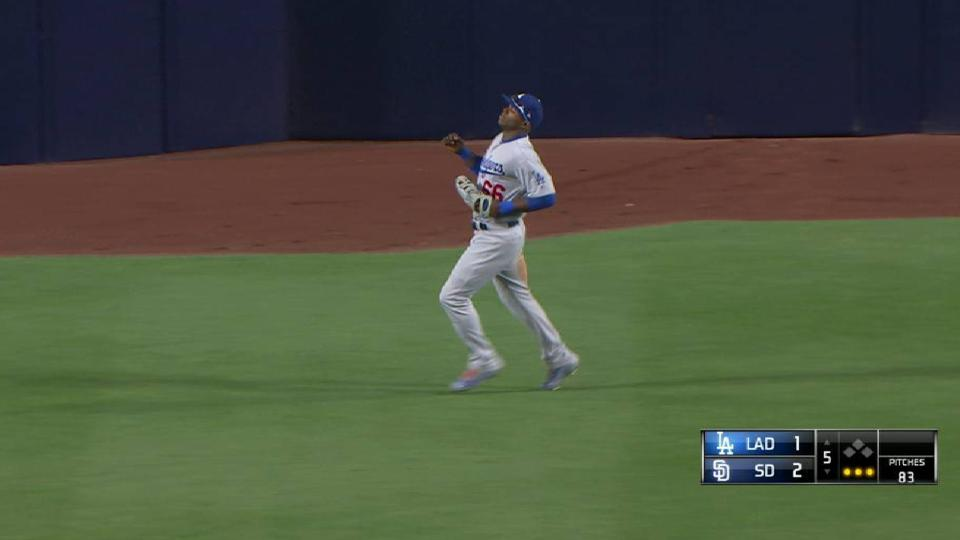 Puig's backhanded running catch