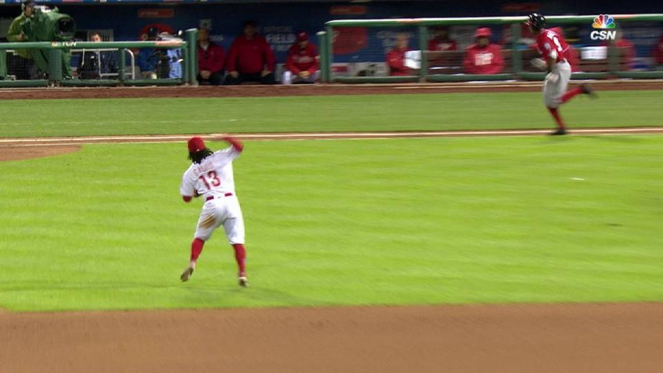 Galvis's difficult charging play