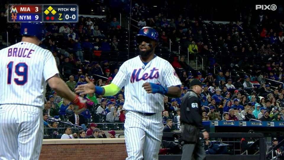Flores extends Mets' lead